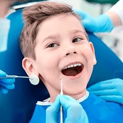 Терапевтическое лечение поражений молочных и постоянных зубов у детей