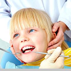 Реставрация, восстановление и лечение разрушенных молочных зубов у детей